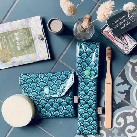 Duo pochettes à savon et brosse à dents