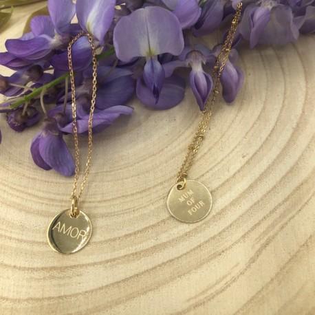 Collier chaîne et petite médaille gravée or