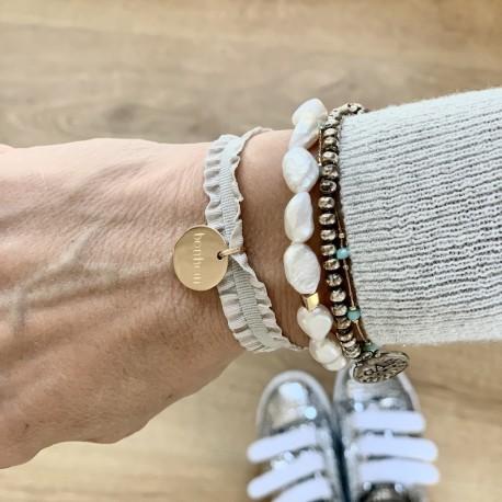 Bracelet ruban froufrou et médaille gravée