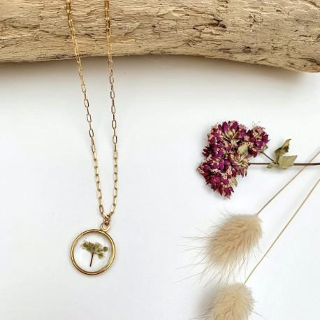 Collier or martelé et fleurs séchée oléron
