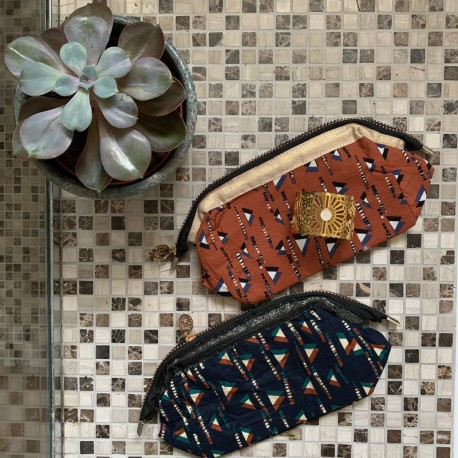 Trousse de toilette motif triangles