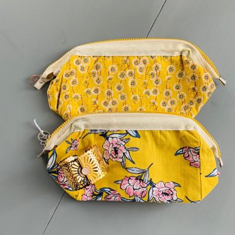 Trousse de toilette fleurs jaunes