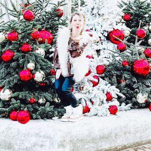 // JOYEUX NOËL // Allez c'est notre dernière ligne droite avant de se poser auprès des siens. Le sapin rempli de petits cadeaux pour toute la famille.⠀ ⠀ Melo Soph et Moi vous accueillons encore SAMEDI DIMANCHE LUNDI ET MARDI dans la joie et la bonne humeur ❤️⠀ ⠀ À tout à l'heure Noël 🤶 ⠀ .⠀ .⠀ .⠀ #sylvetteengoguette #clamart #conceptstore #cadeaux #cadeaunoel #ideecadeaunoel #ideecadeaux #joyeuxnoel #christmasshopping #christmastime #christmaspresent #seeyouagain #lovemyjob💕