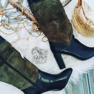 // LES BOTTES DE NOËL // Trop belles en kaki et noir De jolies bottes qui ont fait craquer @cloolife . Elles sont en vente en boutique et dans la boutique Facebook. 77€ . . . . . . #bottes #bottines #kaki #vanessawu #bottehiver #hiver #fashion #basketéclair #partagedecompte #echangedelike #échange #sylvetteengoguette