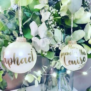 // BOULES DE NOËL PERSONNALISÉES // Les 1res boules de Noël sont déjà commandées !!! . On s'y prend tôt cette annee😱 la saison de Noël est ouverte ! . Alors on s'adapte. . Penser à commander vos #bouledenoel avec les prénoms de vos loulous. . RDV SUR LE E-SHOP . COMMANDEZ VIA INSTA . . . #bouledenoelpersonnalisee #noel #cadeaupersonnalise #madeinfrance #artisanat #fabricationfrancaise #creation #creationfrancaise #sylvetteengoguette #boutiquecreateurs #boutiquestyles #boutiquedequartier #clamart