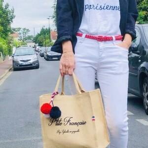 C'est la fête nationale ! 🇫🇷Vous êtes parisienne, bordelaise, bretonne, nantaise, lyonnaise, martiniquaise, marseillaise, réunionnaise, auvergnate, alsacienne, corse..... ON PENSE À VOUS !! ❤️❤️ Voici un joli cabas aux couleurs de notre pays ! Personnalisez votre sac avec le nom d'une ville française, le nom d'une région ou encore le nom d'un village 🤩Fait à la main et bien évidemment fabriqué en France ✨🎆 Alors, qui sera devant les feux d'artifices ce soir ?#ConceptStore #ConceptStoreParis #CommerceLocal #CommerceDeProximité #BoutiqueEnLigne #fêtenationale #france #BoutiqueDeCreateurs #CreateursFrancais #Paris #RégionParisienne #Clamart