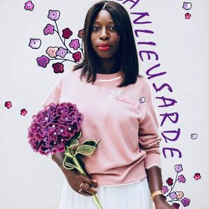 // OCTOBRE ROSE // j'ai eu un coup de cœur pour cette si jolie photo de ce mois rose!.merci @mapetitebanlieue . Quoi de mieux qu'une jolie femme en rose pour nous dire que ce mois est le nôtre. . Pour nous dire qu'il faut prendre soin de soi, s'écouter, et se surveiller... .Octobre rose est une campagne annuelle de communication destinée à sensibiliser au dépistage du cancer du sein et à récolter des fonds pour la recherche. .Le symbole de cet évènement est le ruban rose. . Alors @sylvette_en_goguette à décidé d'offrir un joli bracelet ruban rose 🎀 à toutes les femmes qui viendront faire leur shopping chez nous ce week end. .FEMMES JE VOUS AIME 💕 . . . . . #octobrerose #octobre #rose #cancerdusein #depistage #femme #rubanrose #sylvetteengoguette #mapetitebanlieue #conceptstoreparis