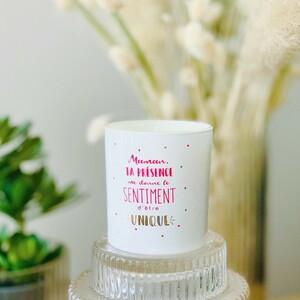 """❤️ Pour la fête des mères, offrez-lui un cadeau 3 en 1 : Une bougie - bijou !1 - une bougie au parfum fleurs de printemps qui embaumera la maison🏠 2 - un petit bijou qu'elle portera tous les jours en pensant à vous 💍 3 - un doux message qui transmettra tout votre amour pour votre maman ❤️😍 Rien de plus touchant que de recevoir un message d'amour en ce jour spécial. Une manière simple et poétique pour lui dire « je t'aime ». 🥰2 bougies au choix :- « Maman, ta présence me donne le sentiment d'être unique"""" accompagnée d'un bracelet - « Rien n'est plus précieux que ton sourire Maman"""" accompagnée d'un collier♻️ La bougie en verre peut ensuite être utilisée comme petit vase ou pot à crayon !#ConceptStore #ConceptStoreParis #CommerceLocal #CommerceDeProximité #BoutiqueEnLigne #boutiquebijoux #fetedesmeres #maman #bijouxtendance #bijouxfaitmain #BoutiqueDeCreateurs #CreateursFrancais #Cadeau #Personnalisation #Personnalisé #CadeauPersonnalisé #CadeauOriginal #GiftIdeas #Bijoux #Bougie #BijouxFantaisie #Décoration #LifeStyle #ArtWork #HappyLife #HappyVibes #Paris #RégionParisienne #clamart"""