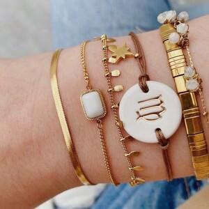 """Vous êtes passionnés de l'astrologie ? 🔮💫 Un joli bracelet qui s'adapte à votre poignet avec une plaque en céramique sur laquelle est gravé votre signe astro !♈️♊️♋️♌️♍️♎️♏️♐️♑️Accompagné d'une jolie breloque """"croix du Sud"""" dorée. ⭐️🛍 Disponible dans la boutique en ligne !#ConceptStore #ConceptStoreParis #CommerceLocal #CommerceDeProximité #BoutiqueEnLigne #BoutiqueDeCreateurs #CreateursFrancais #Paris #RégionParisienne #Clamart #Bijoux #BijouxFantaisie #Bijou #Bijougrave #Bijouxgravés #Collier #Bracelet #Astrologie #signeastro"""