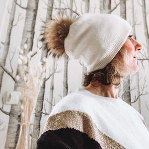 //IL VA FAIRE FROID// Ça se refroidit la semaine prochaine.... Anticipez... Arrivage de bonnets gants écharpes comme vous les aimez❤️⠀ ⠀ Venez nous voir⠀ •SYLVETTE EN GOGUETTE⠀ •Conceptstore⠀ •4 Rue du Centre 92140 CLAMART⠀ ⠀ #conceptstoreparis #clamart #sylvetteengoguette #hiver❄ #lookhiver #bonnet #bonnetapompon #fourrure #blanc #nouveautés #picoftheday📷
