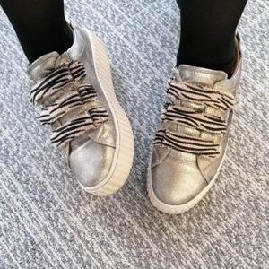 //C'EST LES DERNIÈRES// -40% ⠀ Qui veut se faire plaisir ?⠀ ⠀ Chez Sylvette on ADORRRRRRRRE les soldes ❤️⠀ ⠀ Dernière ligne droite avant la nouvelle collection 👠⠀ .⠀ .⠀ .⠀ .⠀ .#soldes #promotion #destockage #chaussure #baskets #zebre #argent #shoesofinstagram #sylvetteengoguette #clamart