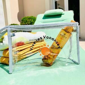 // ET SI ON PARLAIT VACANCES? // Avez vous déjà préparé vos petites affaires de plage 🏖 . .découvrez nos trousses, nos sacs de plage, nos foutas, nos tuniques, nos chapeaux.... . Tout pour être là plus belle sur la plage 🏝 . . . #vacancesenfrance #enfamille #hollidays #sunshine #mood😏 #conceptstore #clamart
