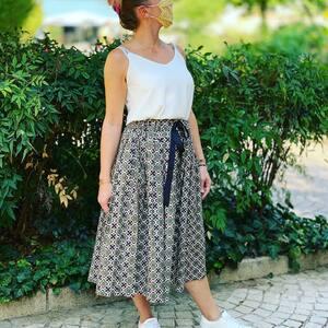 // C'EST LA SAISON DES JUPES // Vous connaissez la jupe midi? . C'est la jupe mi longue, qui arrive aux mollets, comme les portaient nos grand-mères. . 5 modèles chez @sylvette_en_goguette . Tous plus beaux les uns que les autres mais on a notre favoris🤪 . . . . . #outfitoftheday #outfit #jupelongue #jupemidi #jupeplissee #grandmere #tendance2020 #jupemidi #nouvellecollection #sylvetteengoguette #clamart