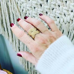 // BACK IN STOCK // 52 - 54 - 56 - 58 . Ne passez pas à côté cette fois. . RDV SUR LE E-SHOP ou via INSTA PAR MESSAGE . GO GO GO 📞 . . . . . #sylvetteengoguette #bagues #bijouxfantaisie #bijouxcreateur #or #gold #bijouxoriginaux #bijouxtendance #jewelry #jewelryaddict #bestseller #petiteboutique #monquartier #lovemyjob #clamart