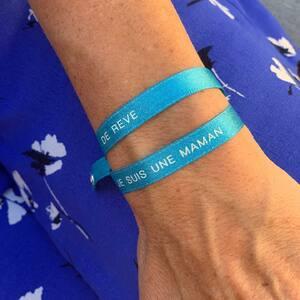 // UNE DOUCEUR POUR MAMAN // 3€ le petit bracelet satin à cumuler avec ses autres bracelets!! . Mama cool . Maman je t'aime . Maman parfaite En vente sur le site ( lien dans la bio) et en boutique . . . . #mamancomblée #fetedesmeres #mamanheureuse #maman2020 #cadeaufetedesmeres #ideecadeaumaman #conceptstoreparis #clamart #sylvetteengoguette
