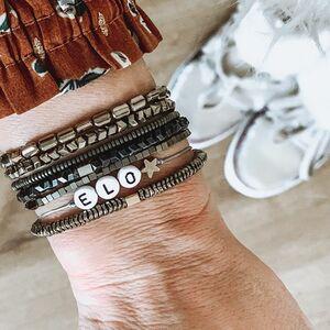 // MES PETITS BRACELETS // je ne les quitte plus ❤️⠀ ⠀ À chacun son bracelet. J'adore. Une belle idée comme petit cadeau pour le 31 ⠀ .⠀ .⠀ .⠀ .⠀ #braceletoftheday #braceletprenom #braceletcréateur #braceletpersonnalisé #bijouxcreateur #bijoupersonnalisé #createurfrancais #bijouxlovers #madeinfrance🇫🇷 #elo #myname #conceptstores #clamart #cadeaupersonnalise