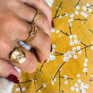 // PARCE QUE C'EST BIENTÔT LA SAINT VALENTIN // on se prépare à dépenser un peu ses sous...⠀ ⠀ ❤️❤️❤️❤️⠀ ⠀ Messieurs! Il reste 3 jours⠀ ⠀ On vous attend avec #amour❤️⠀ .⠀ .⠀ .⠀ .⠀ .⠀ #saintvalentin #saintvalentinesday #loveyou #bijouxlovers #ideecadeau #conceptstore #boutiquebijoux #clamart #sylvetteengoguette